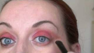 Simple way to wear bright eye colours Thumbnail