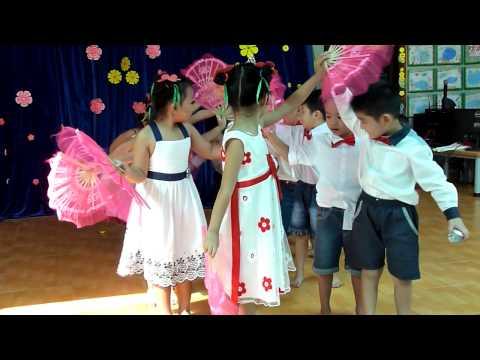 Múa Mái trường mến yêu Trường mầm non Hoa Hồng Đỏ