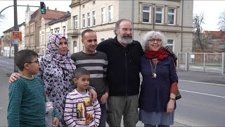 Mandy Patinkin's Emotional Reunion With A Syrian Family In Germany