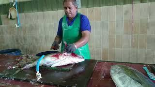 maldivler ton balığının temizlenmesi