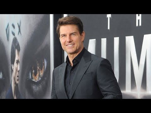 Tom Cruise Becomes First Actor to Receive Pioneer of the Year Aw ard