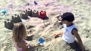 Wout en louke in het zand aan het spelen