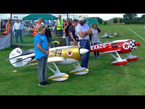 2x HUGE GEEBEE R-3 AIRRACER SHOW FLIGHT...