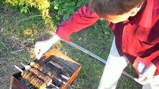 Как сжечь картошку на углях.