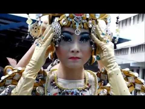 JEMBER FASHION CARNAVAL 2016. Stefany for Chandelier Defile