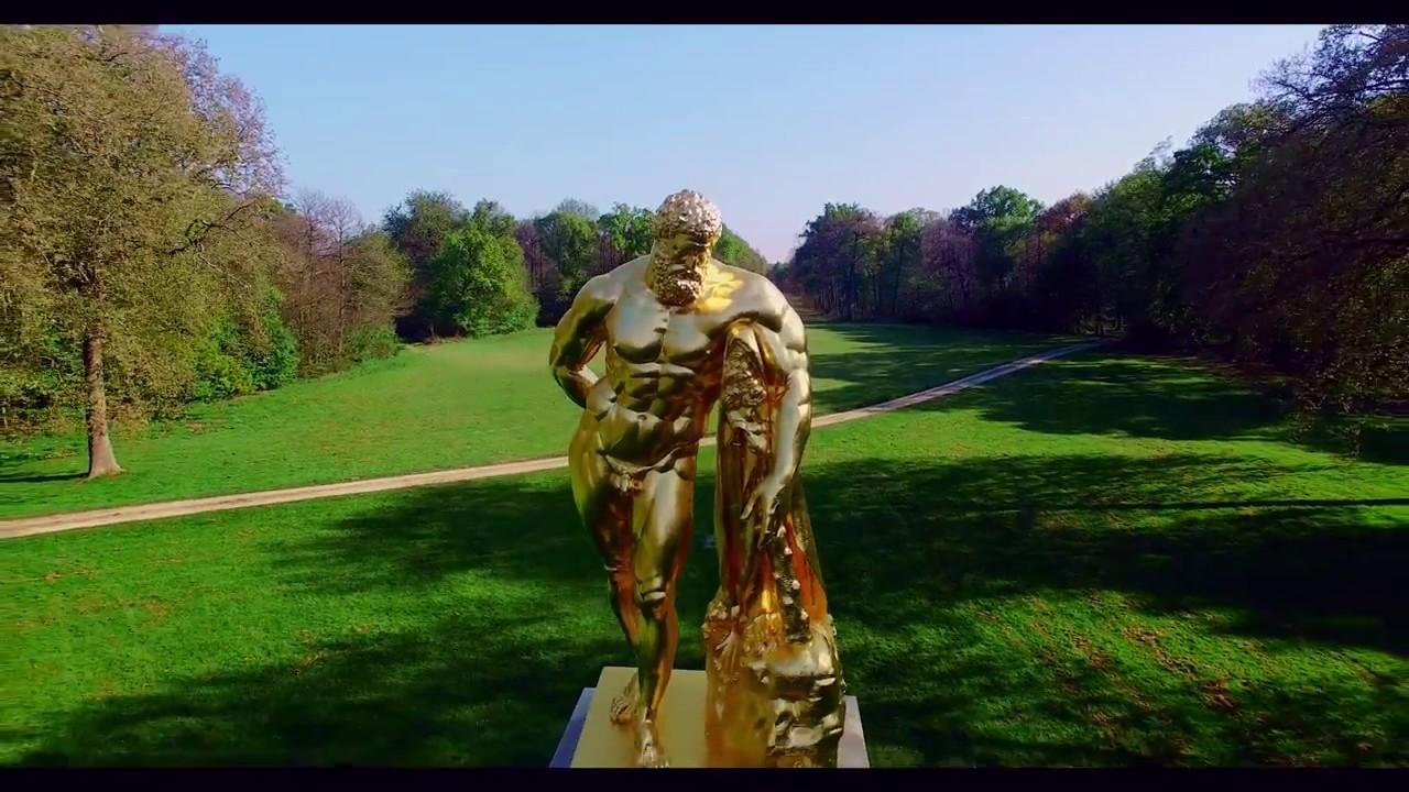 La statue d hercule dans le jardin du ch teau de vaux le for Dans le jardin
