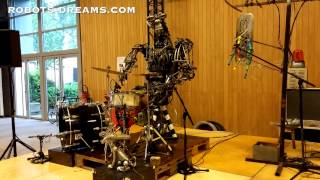 Massive Robot Band Entertains at Maker Faire Paris 2015