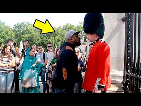 Nunca MOLESTES a un Guardia Real // Never ANNOY a Royal Guard
