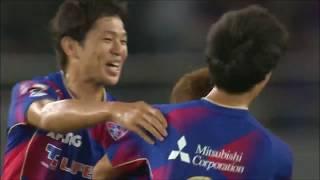 FKのチャンスで太田 宏介(FC東京)の左足から放たれたシュートが美しい...