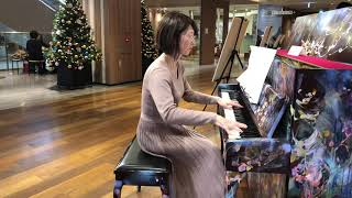 銀座三越9階に設置されていたLove Piano 私の尊敬するプロピアニスト佐野主聞さんをはじめ、この曲をアレンジされたJacob Koller氏、若手ピアノ系YouTu...