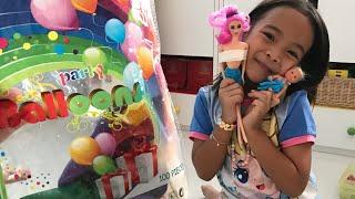 Zara Cute membuat Baju Barbie dari Balon Tiup Warna Warni   DIY 5 Minutes Craft