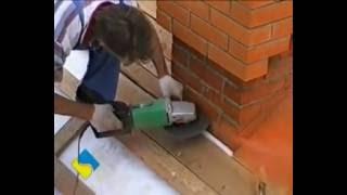 видео Течет крыша: Мать с двумя детьми живут в постоянной сырости | 1kr
