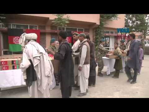 Turkish soldiers deliver food aid to Afghan refugees in Kabul