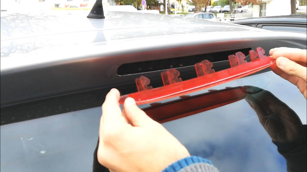 How to change the 3rd brake light on a Seat Leon FR MK2 (1P)