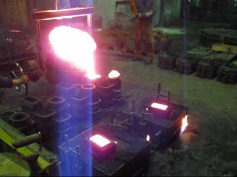 Vi gjuter en cylinder och ett topplock till en Tuxham tändkulemotor
