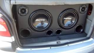 Novo subwoofer Pioneer TSW309d4 bobina dupla tocando no scenic