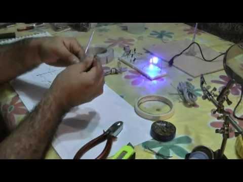 Construcci n de rbol de navidad con luces leds armado - Arbol de navidad hecho de luces ...