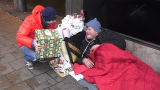 Sharing Gifts With Homeless On Christmas Eve