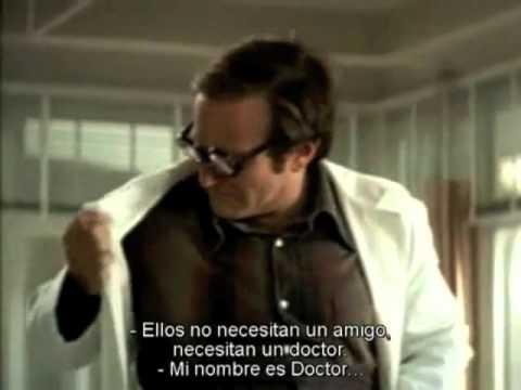 Trailer Patch Adams en español