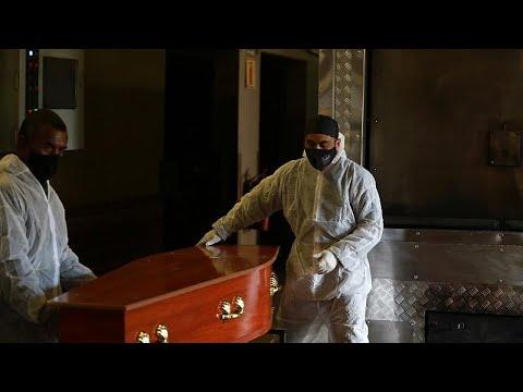 شاهد: تزايد الضغط على خدمات دفن الموتى في جنوب إفريقيا بسبب ارتفاع الوفيات كورونا…  - نشر قبل 3 ساعة