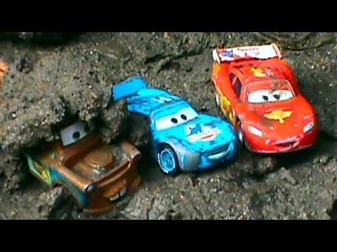 Тачки Дисней в грязи कीचड़ में रूसी डिज्नी लाइटनिंग Makvin और Maitre पर कारों