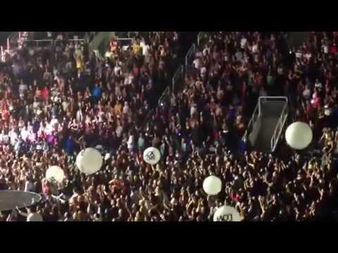 """""""Bailando"""" Enrique Iglesias """"Sex and Love"""" Tour SAP Center, San Jose, CA Oct. 14"""