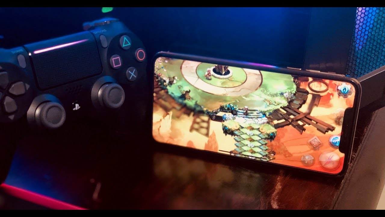 Gaming on the iPhone Xs Max on a Dualshock 4 Controller