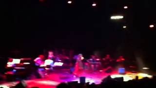 Harshdeep Kaur live performing to Heer