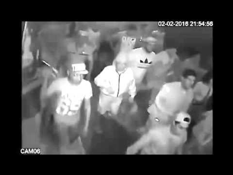 Cámaras d seguridad graban a hinchas d Colo Colo asaltando tienda cerca al Monumental en Noche Crema