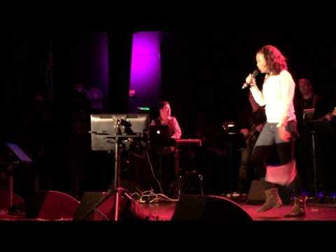 Aisha Tyler A Broader Way Karaoke benefit