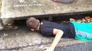 Клоун утащил школьника в канализацию..