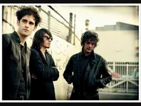 Black Rebel Motorcycle Club Shuffle Your Feet  kommatia apo dekath entolh se lista sta info