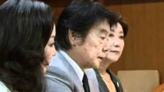 日本歌手協会の田辺靖雄さん(代表理事)、あべ静江さん(理事)、合田...