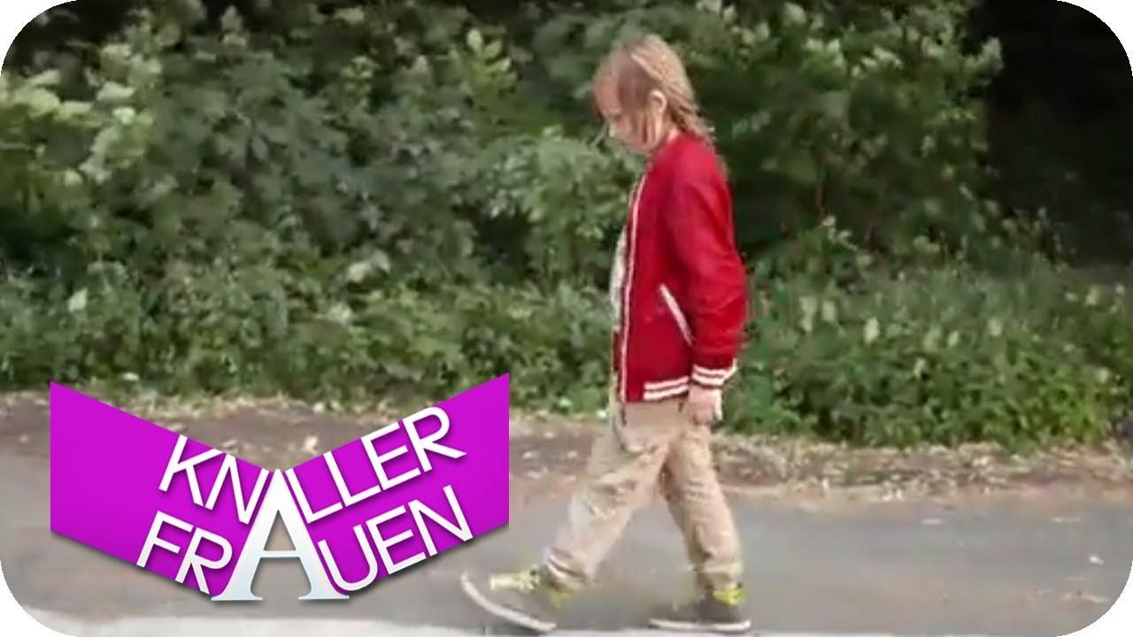 Spazieren gehen [subtitled] | Knallerfrauen mit Martina Hill