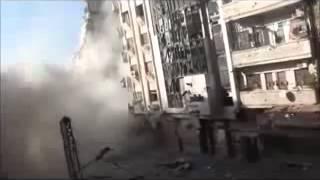 لحظة سقوط بناء كامل -حي القرابيص 10-4-2012