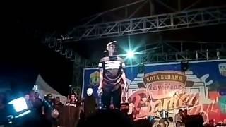 FULL VERSION YOUNG LEX marah2 di lempar botol saat konser MP3