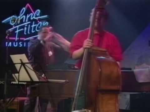 Steve Gadd and Eddie Gomez solo in Powerplay (1990)