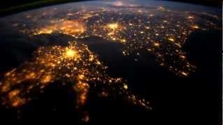Вид ночью с космоса на планету Земля - красота(, 2012-05-01T16:05:36.000Z)