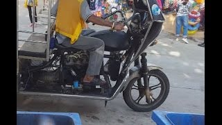 Des motos avec moteurs de voitures comme Taxi