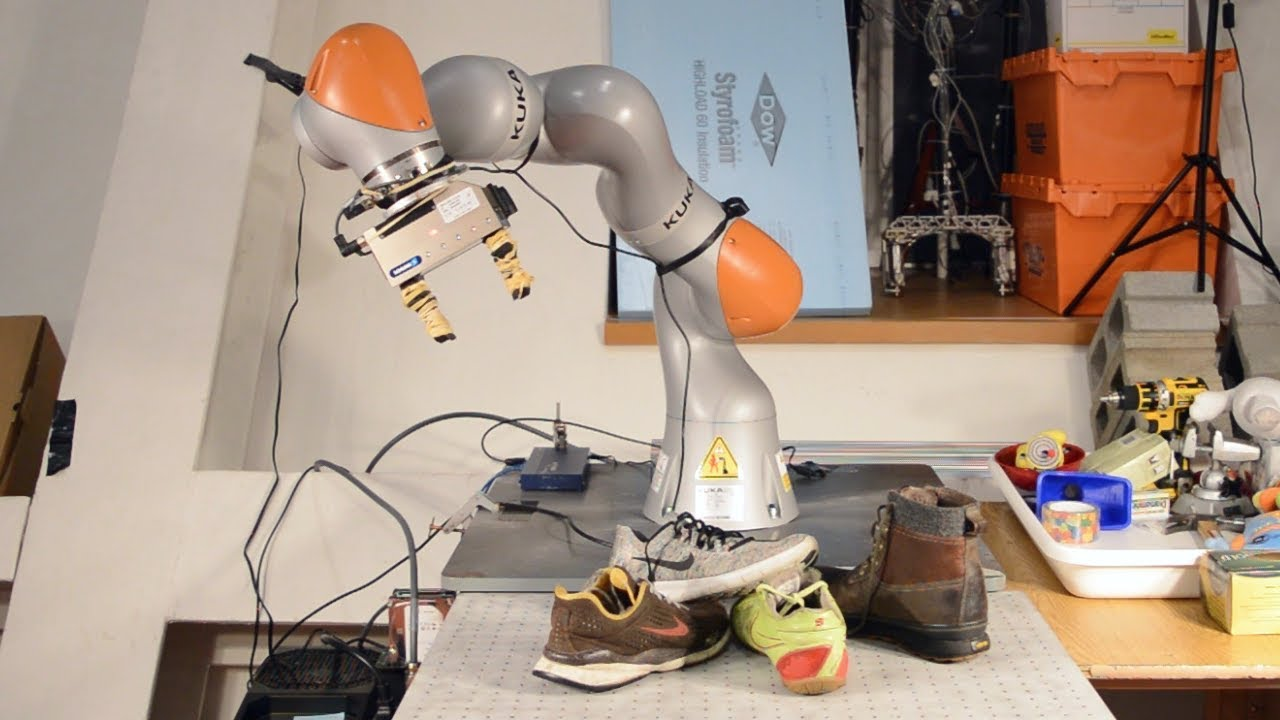 MIT's New Robot Taught Itself to Pick Things Up the Way