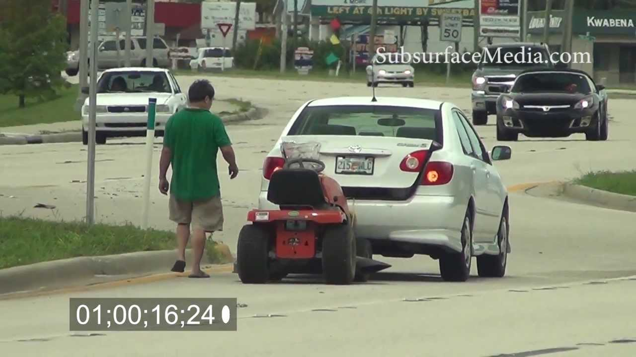 Lawn Tractor Towing : Toyota towing lawn mower on highway youtube