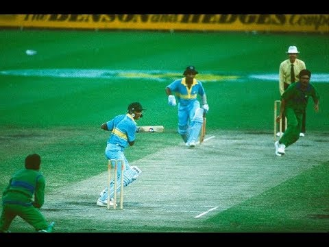 Gavaskar and Azharuddin Classic Match Winning Partnership of 132 Runs against Pakistan | MCG 1985
