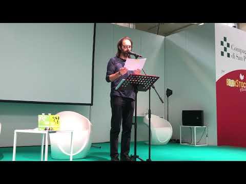 """Neri Marcorè Legge Con Te """"Il Paese Con L'esse Davanti"""" Di Gianni Rodari"""