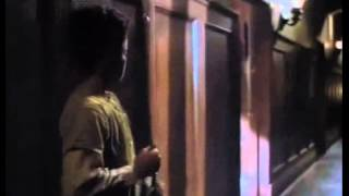 "La Gente Detrás de las Paredes ""The People Under the Stairs"" (1991) Trailer"