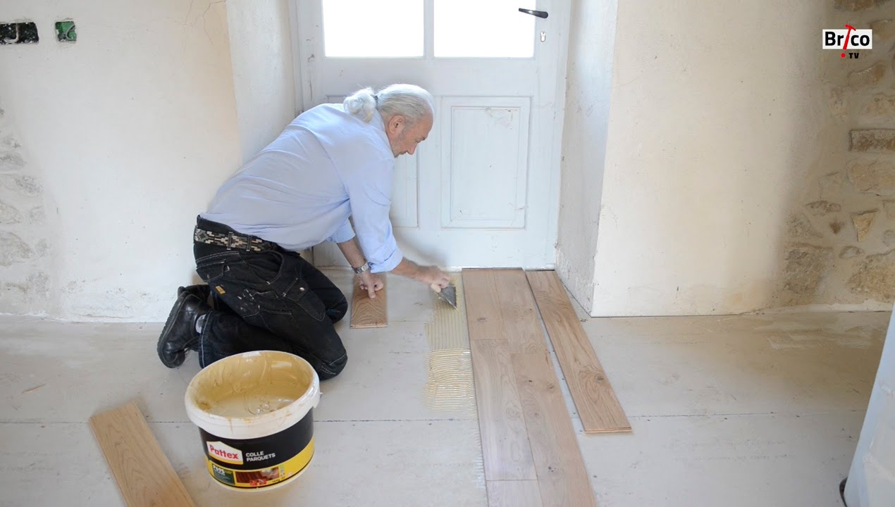 Poser du parquet coll bricolage avec robert youtube for Decoller du crepis interieur
