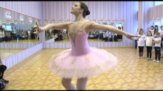 Вот это да! Преподаватель детских танцев умопомрачительно танцует балет!