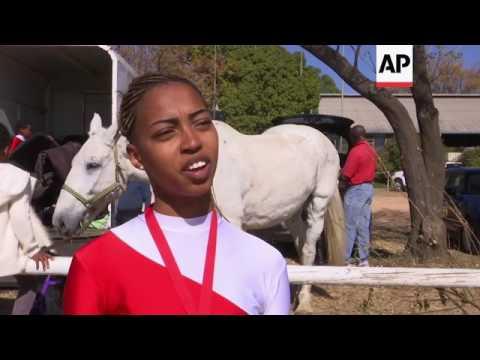 Former show jumper teaches children horse gymnastics