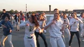 Скачать Флешмоб Party For Everybody AVI