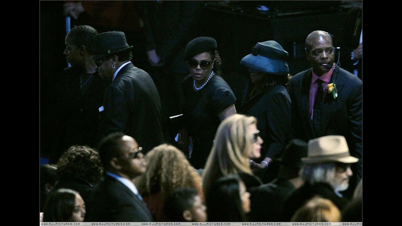 Resultado de imagem para michael jackson woman funeral