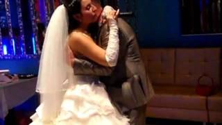 Невеста посвящает песню своему папе